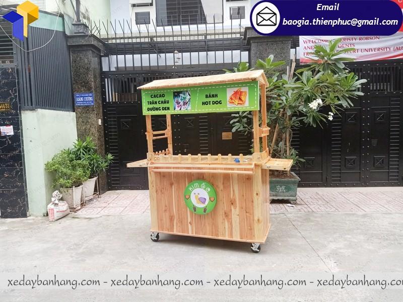 xe gỗ bán đồ ăn giá rẻ